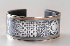 'Looksee' wrist band lasts long for one year with single charge