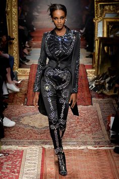 Moschino Fall 2016 Ready-to-Wear Collection Photos - Vogue  Black Model #blackmodel #blackbeauty
