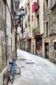 Narrow lane in Barri Gotic