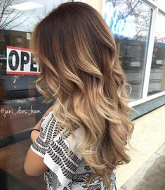 Balayage is an advanced technique to make your hair shiny and refreshing. From natural hair to rainbow hair colors, find the best balayage hair color for yourself right now! Ombré Hair, Hair Dos, New Hair Look, Brown Ombre Hair, Long Ombre Hair, Dyed Hair Ombre, Brown Beach Hair, Best Ombre Hair, New Hair