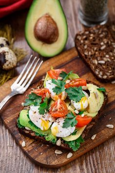 The best dishes for losing weight: these recipes are quick to make and taste great! - Perfect for breakfast: avocado bread with egg Informations About Die besten Gerichte zum Abnehmen: D - Diet Recipes, Healthy Recipes, Quick Recipes, Avocado Recipes, Simple Recipes, Snacks Recipes, Sandwich Recipes, Menu Dieta, Clean Eating