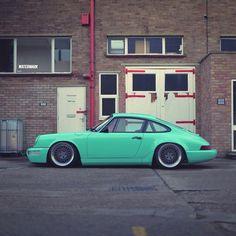 The model: Porsche 964 and the colour :))