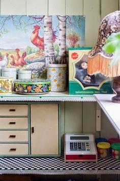 Barnkammare inredd med loppisprylar. Nellas rum. Foto: Erika Åberg