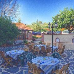 Por las mañanas buenos días! #desayuno #breakfast #terraza #verano #vacaciones #hotelrurallacasadepasaron #extremadura #laveraenamora #verateando