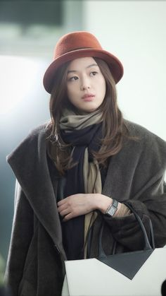 Jeon Ji Hyun as Cheon Song Yi in You Who Came From The Stars drama- so stylish. My Sassy Girl, Up Girl, Korean Actresses, Korean Actors, Korean Dramas, Korean Beauty, Asian Beauty, Korean Celebrities, Celebs