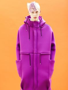 Raf Simons - its about neoprene, hoodies, bright colors and non tight shapes Raf Simons, Neoprene Fashion, Mode Style, Dandy, Editorial Fashion, Christian Dior, Sportswear, Street Wear, Women Wear