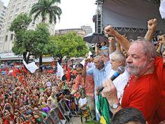 O ex-presidente Lula participa de ato contra o impeachment de Dilma Rousseff, em Fortaleza (CE), neste sábado (02)