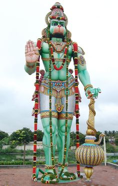 India is home to some of the tallest statues in the world and in progress to build world's tallest statues as well. The large statues in India includes Lord Shiva,Lord buddha and Gomateshwara. Hanuman Jayanthi, Hanuman Pics, Hanuman Images, Krishna Images, Hanuman Ji Wallpapers, Hindu Statues, Hindu Deities, Indian Gods, Image Hd
