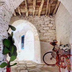 by @m.beautyland  Ano Syros, SYROS island (Στo νησί της Σύρου των Κυκλάδων), CYCLADES islands group - GREECE ⠀