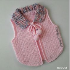 Knitted Baby Poncho With Sleeves - Best Knitting Knitting For Kids, Baby Knitting Patterns, Crochet For Kids, Knitting Designs, Baby Patterns, Crochet Baby, Knitted Baby, Baby Girl Vest, Baby Girl Dresses