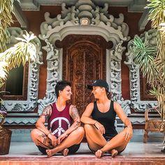 Ubud Ein Ort der uns überzeugte. . Wenn wir vor unserer Reise an Bali dachten dann an Strand  Meer  und Yoga  Ist ja auch alles da und wir haben auch alles gefunden doch Ubud hat uns mehr gezeigt... . ...durch unsere Unterkünfte in Homestays leben wir direkt bei den Familien und bekommen Zeremonien und andere Gewohnheiten mit. . Ebenso erleben wir hier in Ubud die traditionelle Küche und lernen die Einfachheit zu schätzen. . Warst du schon mal in Ubud? Was hat dir besonders gut gefallen?… Ubud, Bali, Instagram Accounts, Yoga, Strand, Families, Voyage, Studying