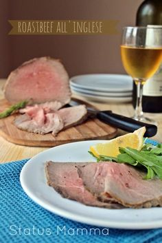 Roast beef all'inglese ricetta facile Beef Skillet Recipe, Skillet Meals, Skillet Recipes, Meat Recipes, Wine Recipes, English Roast, Beef Appetizers, Camping Meals, Kitchen
