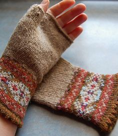 Grey Fair Isle Mitts Knitting Pattern Knitting Pattern Fair Isle Fingerless Gloves von helengraydesigns Always aspired to learn to knit, although not certain . Fair Isle Knitting Patterns, Knitting Charts, Free Knitting, Knitting Blogs, Fingerless Gloves Knitted, Knit Mittens, Knitted Hats, Tejido Fair Isle, Motif Fair Isle