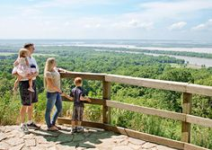 The 33-mile Meeting of the Great Rivers Scenic Byway takes travelers to riverboat ports like Grafton and Alton as well as to Pere Marquette State Park and other destinations that fill a weekend getaway.