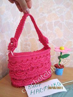 http://crochetclub.net/blog/wp-content/uploads/2011/05/vyazanaya_sumochka_koketka.jpg