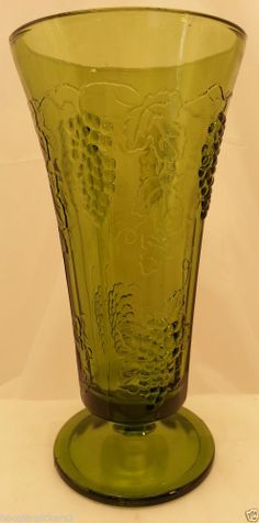 Vintage Retro Indiana Colony Harvest Green Glass Grapes and Leaves Flower Vase