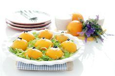 Melocotones rellenos de atún y palitos de cangrejo con mahonesa, para el verano. Tapas, A Food, Good Food, Fruit Salad, Panna Cotta, Appetizers, Cheese, Snacks, Ethnic Recipes