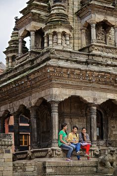 Chatting - Bhaktapur, Nepal