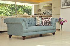 Chesterfield Sofa in hochwertiger Stoffqualität. www.kippax-sofas.de