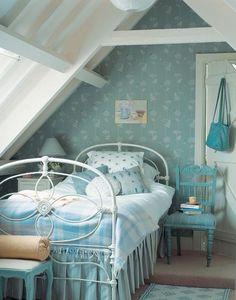 Dormitorio infantil en tonos azul cielo