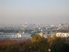 Le Centre Pompidou vu du haut du parc de Belleville (Paris 20e).