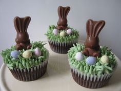 Chocolate Easter Bunny Cupcakes (no recipe) Easter Bunny Cupcakes, Easter Cookies, Easter Treats, Easter Cupcake Decorations, Easter Centerpiece, Easter Decor, Easter Ham, Easter Dinner, Easter Brunch