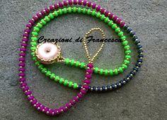 Bracciale tessuto a mano con perline superduo e toho 11/0, con chiusura semplicissima, asola e bottoncino. All'occorrenza, può essere un girocollo: colori frizzanti!