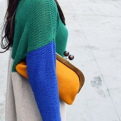 """@giiton's photo: """"BUREL*  ポルトガルのウール生地:BURELと木製口金を使ってクラッチバッグはいかが? 色数豊富なBURELなら、きっとお気に入りの色が見つかるはず◎"""""""