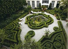 Fresh herrenhaus garten mit interessanten gr nen formen Gartengestaltung fantastische Garten Ideen