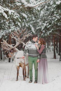 Впечатляющие идеи зимней фотосессии влюбленных в лесу с оленем