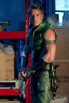 GREEN ARROW Still of Justin Hartley in Smallville