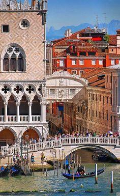 Venice, Italy / Doges Palace & Bridge of Sighs