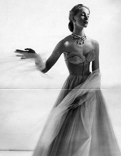 Beautiful tulle strapless evening gown, photo by Cecil Beaton, 1940s