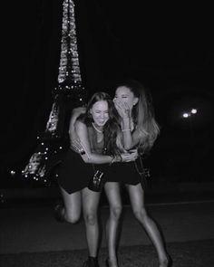 Vi måste ta en sånhär bild om vi åker till Paris!!