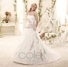 http://www.nicolespose.it/it/ #Colet #collection for #nicolespose #weddingdress #wedding #abitidasposa #alessandrarinaudo #nicole #labitodeisogni #bianco #white #lilac