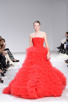 Paris Fashion Week Spring 2016 | Giambattista Valli #fashion #hautecouture #moda #parisfashionweek