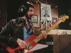 John Entwistle's Explorer-Bird Custom made bass with Fender P-Bass Neck grafted on to a Gibson style Explorer body. Best Rock Bands, Cool Bands, Fender P Bass, John Entwistle, Famous Guitars, Famous Musicians, Reality Tv Shows, Rock Legends, Hard Rock