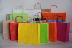 Cómo hacer bolsas de papel Paper Shopping Bag, Plastic Cutting Board, Crafts, Home Decor, Ninja, Image, Templates, How To Make Bags, Paper Envelopes