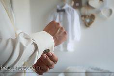 Bruidegom maakt zich gereed voor de trouwdag.  Bob-photos.com