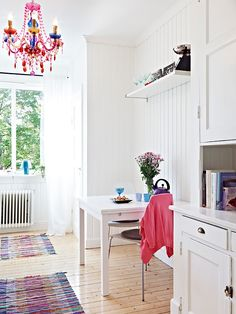 White with splashes of colour Back in Southern Sweden today and to celebrate I bring you this Swedish home which, yup you've guessed it, was recently for sale! The owners have . Dining Room Inspiration, Interior Design Inspiration, New England Homes, Scandinavian Home, Beautiful Interiors, Interior Styling, Color Splash, Home Kitchens, Interior Architecture