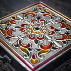 Almacenamiento/recuerdo caja madera/Abalorio cuadrado caja de madera Alhajero con tapa / memoria/joyería de la caja caja/Repujado/repujado/caja del Metal Este listado está para una caja cuadrada de madera con una tapa. Es mano en relieve y forrado a mano. Tamaño: 12 x 12 x 5 (cm)