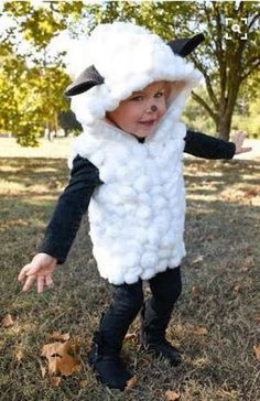 Each of these adorable last minute Halloween costumes require uses just one homemade piece that requires no sewing. Add in pants and a shirt for an easy Halloween costume. Diy Sheep Costume, Farm Costumes, Animal Costumes For Kids, Sheep Costumes, Nativity Costumes, Carnival Costumes, Diy Costumes, Baby Lamb Costume, Costumes Enfants