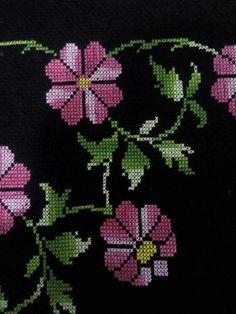 Cross Stitch Art, Cross Stitch Flowers, Cross Stitch Patterns, Teapot Cover, Prayer Rug, Yarn Shop, Easy Crochet Patterns, New Hobbies, Vintage Patterns
