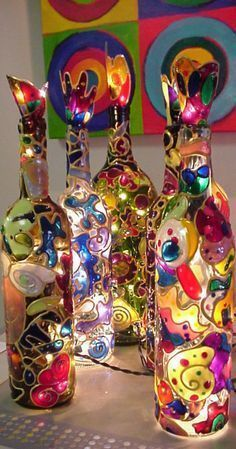 - Bottle Crafts - 15 idées sympas et originales pour recycler vos bouteilles en verre en luminaires ! 15 cool and original ideas to recycle your glass bottles into lighting! Glass Bottle Crafts, Wine Bottle Art, Painted Wine Bottles, Bottles And Jars, Decorated Bottles, Beer Bottle, Diy Projects With Wine Bottles, Lighted Wine Bottles, Wine Art
