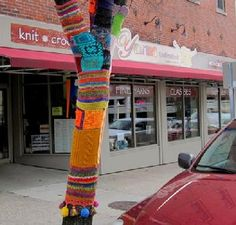 Bloomington, IN - Yarns Unlimited has been  Bloomington's premier local yarns shop for over 30 years and features fine yarns, supplies and classes for knitting, crocheting, weaving, spinning & felting, including their own locally hand-dyed yarns. Several knitting and crochet kits are available as well as knitting accessories and lots of samples and patterns to inspire you.