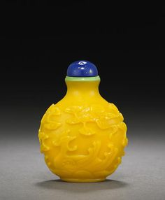 A carved yellow glass snuff bottle Imperial, Palace Workshops, Beijing 1750-1820