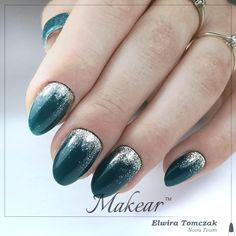 Piękna, butelkowa zieleń 757 i złoto 720 🥰 Christmas Nails 2019, Green Nails, Acrylic Nails, Acrylics, Green Nail, Acrylic Nail Designs