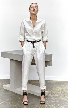 Blanco et Blanc - Young women also wore tight-fitting blouses tucked into slim-line calf-length trousers called 'Capri' pants