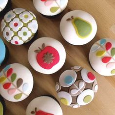 Orla keily inspired cupcakes - simply gorgeous  by nibble n scoff (( Facebook))... so cute!