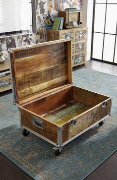 INDUSTRIAL Couchtisch/Container #102, Eisen u. Altholz